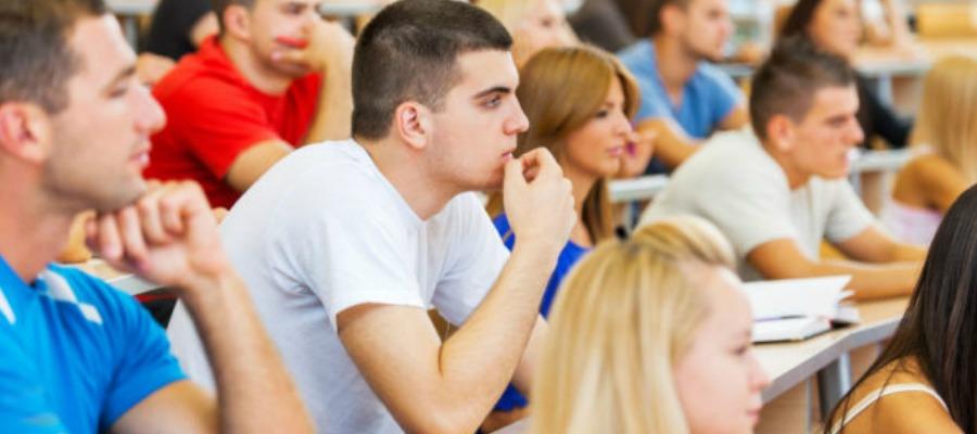 студенты на семинаре в университете Великобритании